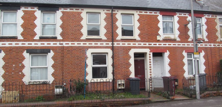 Upmarket 4 Double Bed House,  Walking Distance to Town, Oracle, Station