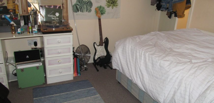 RECENTLY REFURBISHED Upmarket Spacious 4 Double Bed Semi, Spare 5th Room, Driveway Parking, Ideal for Placement Students