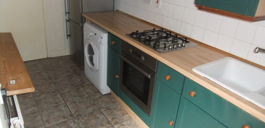 Great Value, 4 Double Bedroom House, Ideal for Students
