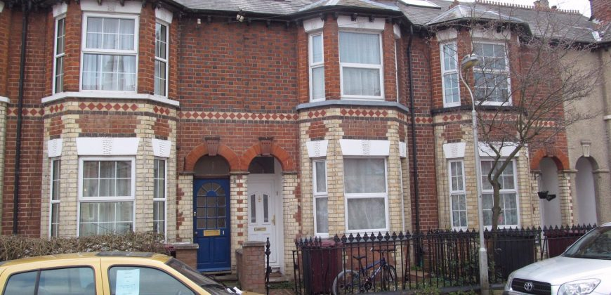 Spacious Upmarket 6 Bedroom 2 Bath House, TV in Lounge and Every Bedroom