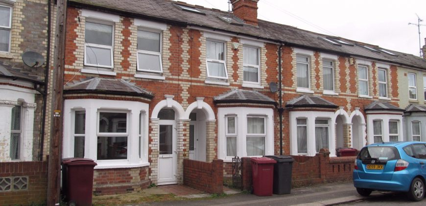 Spacious, Superior 6 Double Bed 3 Bath House, Communal Lounge, Large Kitchen