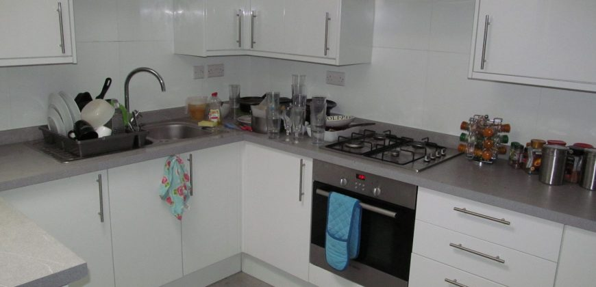 Superior 2 Bath 7 Double Bed Semi Detached House, Huge Lounge / Diner, Next to Uni, Driveway Parking