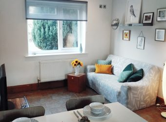 All Bills Included, Double Room in Refurbished House, Ample Parking, Ideal for University