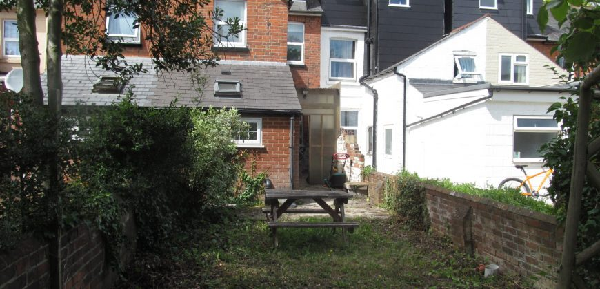 Upmarket 5 Double Bedroom Superior Student House, GCH, Garden