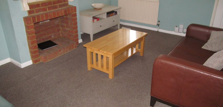 Good Value 3 Double Bed Student Semi, Large Kitchen, Driveway Parking, Spare 4th Room