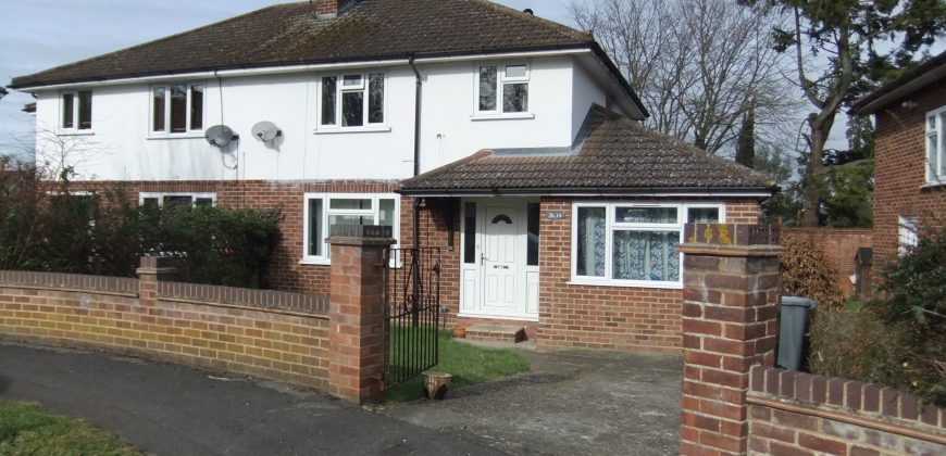 Next To University, 4 Double Bed Semi Detached House, Quiet Location, Spare Room, Driveway Parking