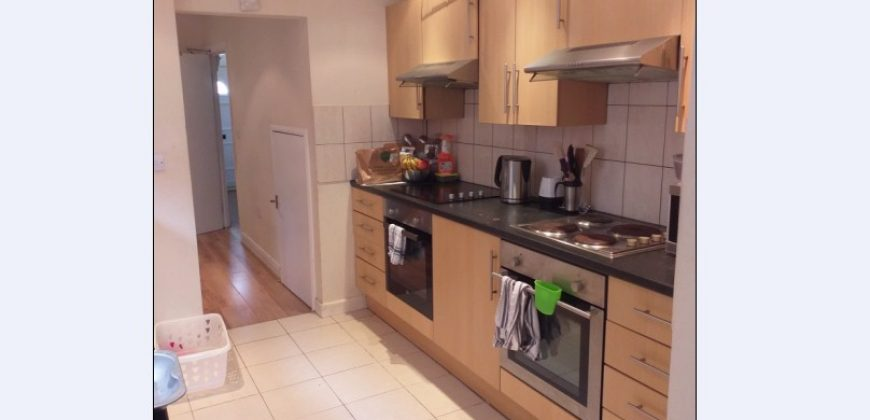 2 Weeks Free Rent, All Bills Included, Double Room in a Spacious Superior 6 Double Bedroom 2 Bath House