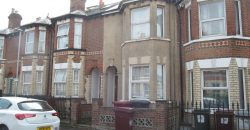 3 Double Bed House, Lounge, Large Kitchen, Ideal for Town and University