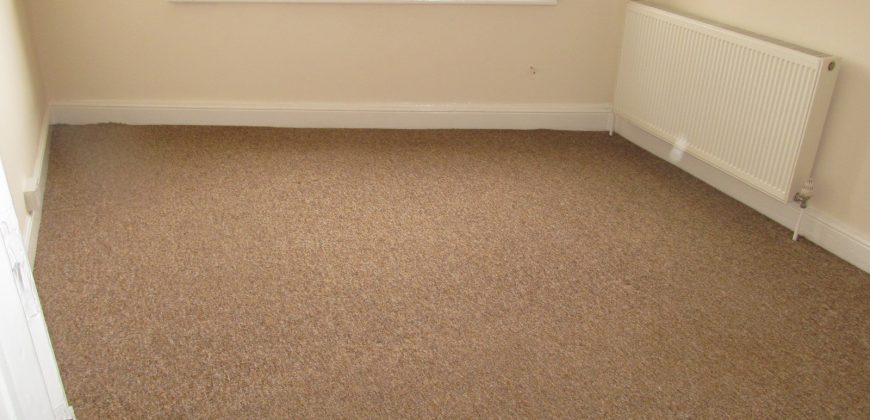 Brand New Refurbishment, Spacious 3 Double Bed Apartment, Above the Launderette on Erleigh Road
