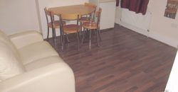 Fully Refurbished, Upmarket 4 Double Bed 2 Bath House,  Walking Distance to Town, Oracle, Station