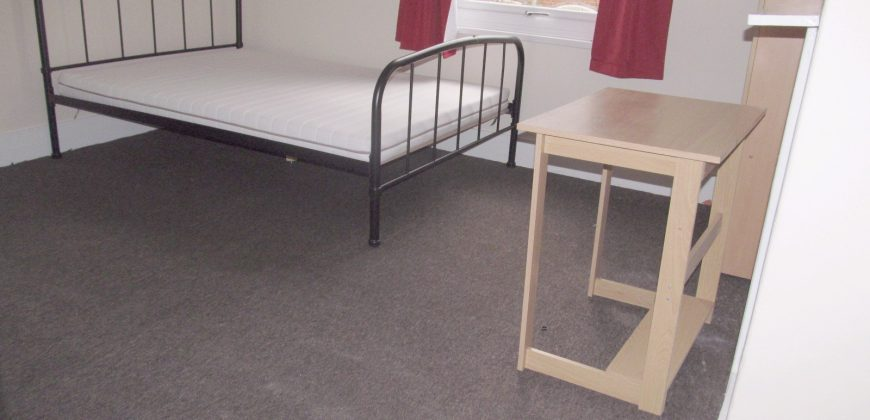 Recently Refurbished, Superior 4 Double Bed House, Ideal for Town, Hospital, University