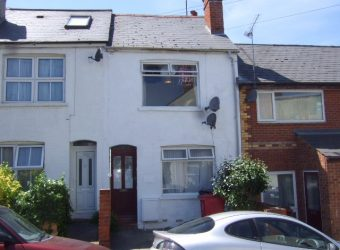 Spacious 4 Double Bed House, 2 Minutes Walk to Campus, Off Road Covered Parking for 2 Cars