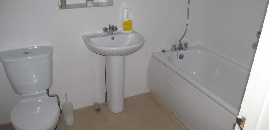 Spacious 5 Bath 11 Double Bed Student House, Garage / Games Room, Off Road Parking