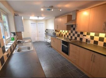 Spacious Superior 6 Double Bed 4 Bath House 2 Ensuite Bedrooms, Large Communal Lounge  Kitchen