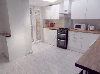 Upmarket, Spacious, 5 Double Bedroom 2 Bath Student House, Walking Distance to University