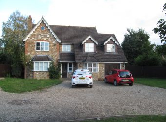 Upmarket Spacious Detached 7 Double Bed 2 Bath House, Driveway Parking, Large Garden