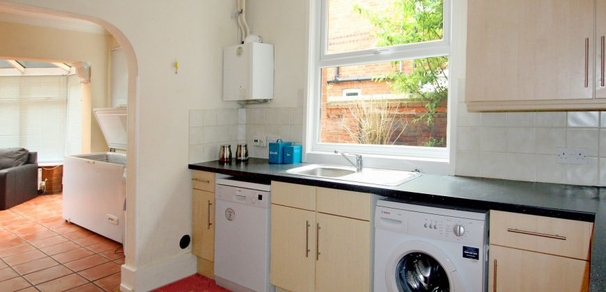 10 Double Bed 3 Bath SUPERIOR Student House, GCH, Garden, Off Road Parking, SOUGHT AFTER LOCATION