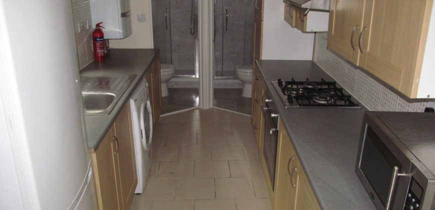Spacious Superior 5 Bed 2 Bath House, Garden, Ideal for Town and University