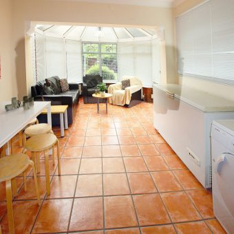 8 Double Bed 3 Bath SUPERIOR Student House, 2 Spare Rooms, Off Road Parking, SOUGHT AFTER LOCATION