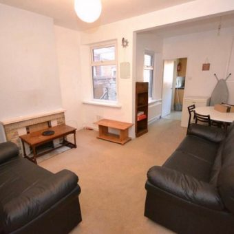 Upmarket Superior 5 Double Bed Student House, Massive Attic Bedroom