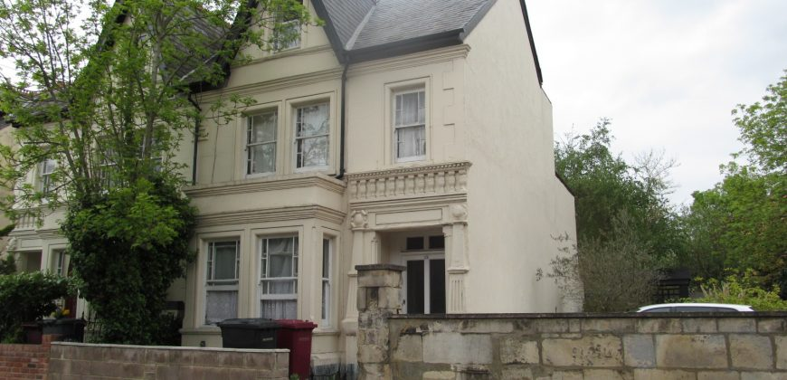 Spacious 6 Double Bed 2 Bath Semi Detached House, Ideal for London Road Campus, Hospital