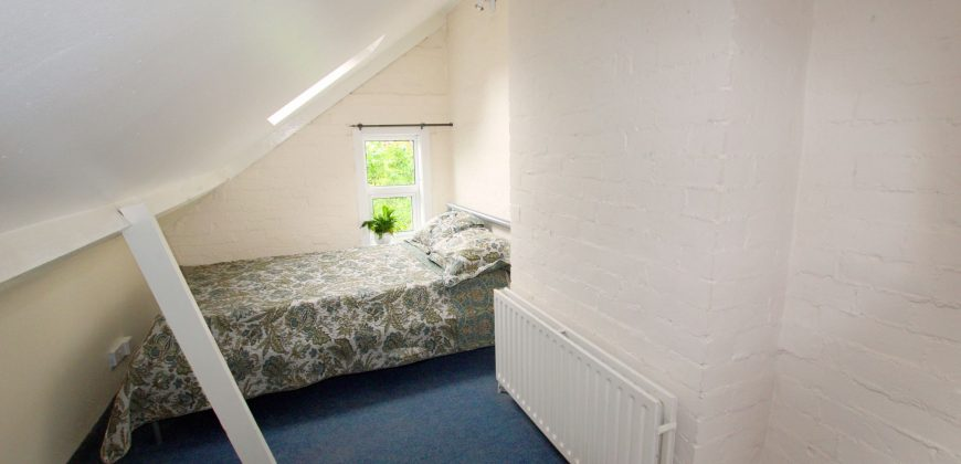 REFURBISHED 5 Double Bedroom 2 Bath SUPERIOR House, GCH, Garden, Off Road Parking, SOUGHT AFTER LOCATION