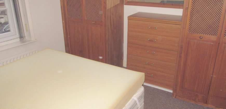 Spacious 2 Double Bedroom Flat, Walking Distance to Oracle, Town, Stations