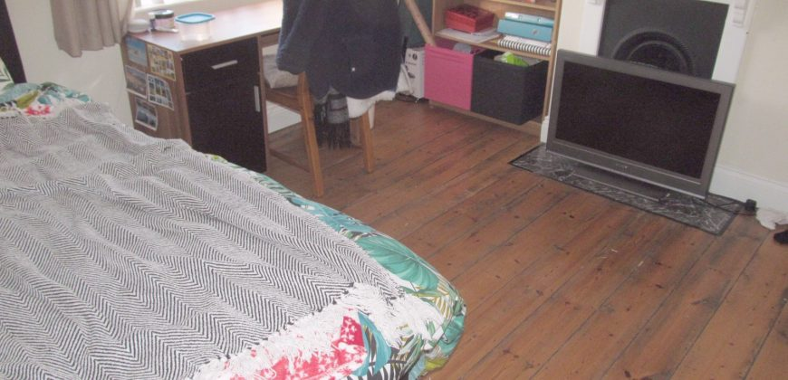 Upmarket 4 Double Bedroom House, Lounge, Rear Garden