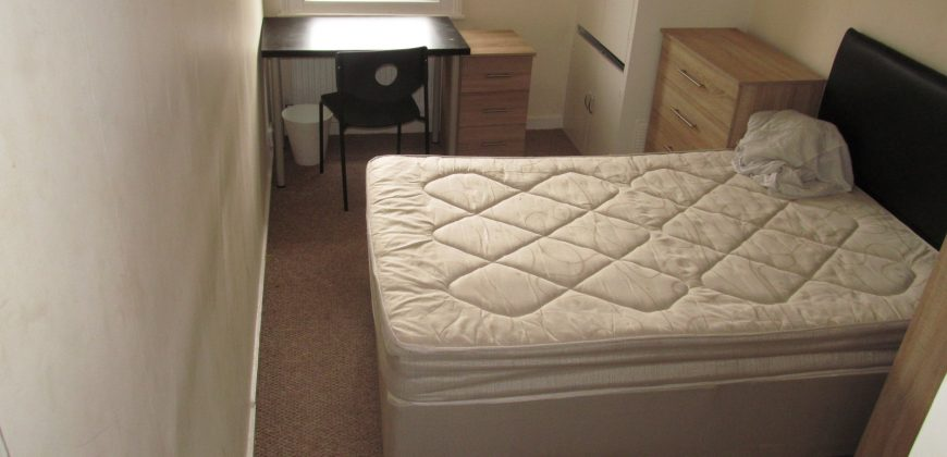 Recently Refurbishment, 3 Double Bedroom House, Spare 4th Room, Rear Garden