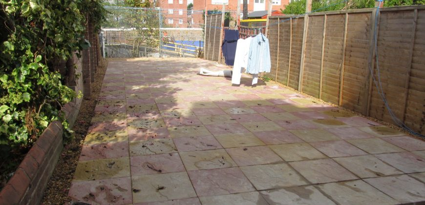 Newly Refurbished, Spacious Superior 5 Double Bed 2 Bath House, Garden, Ideal for Town, Hospital, University