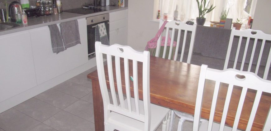 Spacious 7 Double Bed 2 Bath Detached House, Near to University Entrance, Ample Off Road Parking