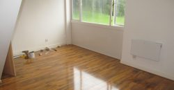 Brand New Refurbishment, 3 Double Bed Flat, Ample Parking