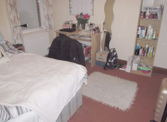 Spacious Superior 6 Double Bed 2 Bath House, Spare Guest / Study / Storage Room