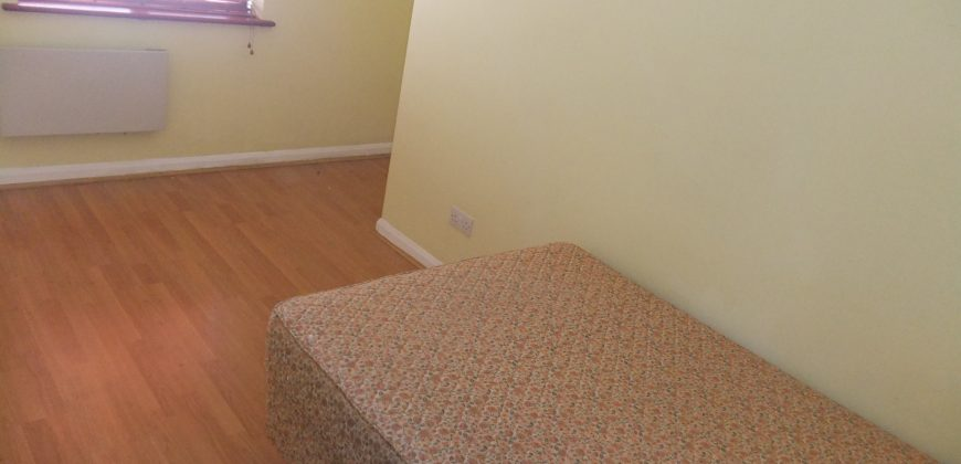 Modern 2 Double Bedroom Flat, Off Road Parking, Ideal for the Hospital, Thames Valley Park