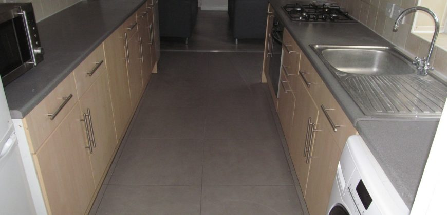 Refurbished, Spacious Superior 6 Double Bed 2 Bath House, Ideal for Students