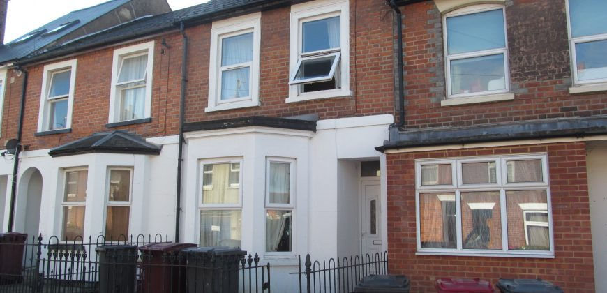 Large 5 Double Bed 2 Bath Superior Student House, Ideal Location for Local Facilities and University