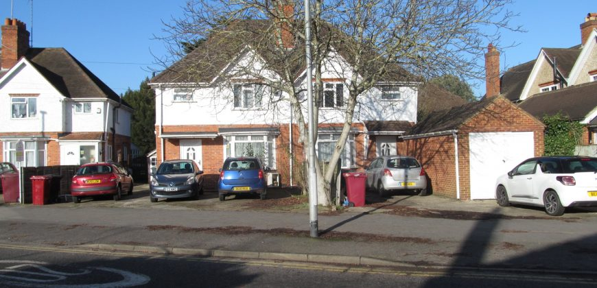 8 Double Bed SUPERIOR Semi Detached House, Garden, Ample Off Road Parking, SOUGHT AFTER LOCATION