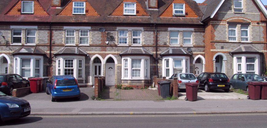 Spacious Upmarket 6 Double Bed, 2 Bath House, Guest / Spare / Games Room, Excellent Condition, Off Road Parking