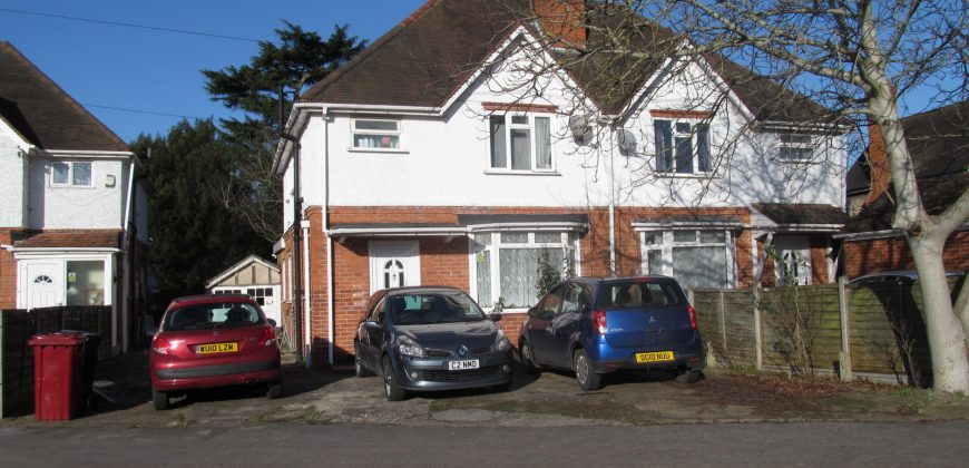 4 Double Bedroom UPMARKET SUPERIOR Semi Detached Student House, Off Road Parking, SOUGHT AFTER LOCATION
