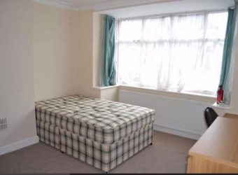 Upmarket Spacious 4 Double Bed Semi, Ample Driveway Parking, Ideal for Placement Students
