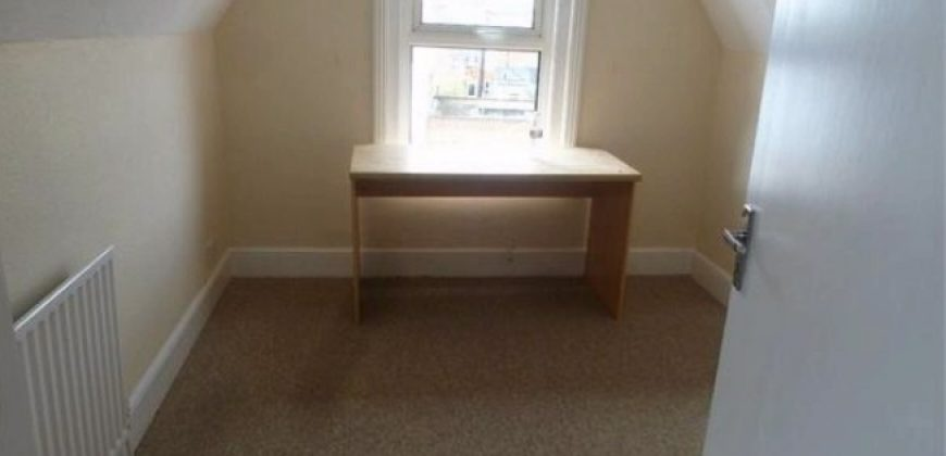 Great Value Spacious 5 Double Bed 2 Bath Semi Detached House, Spare 6th Room