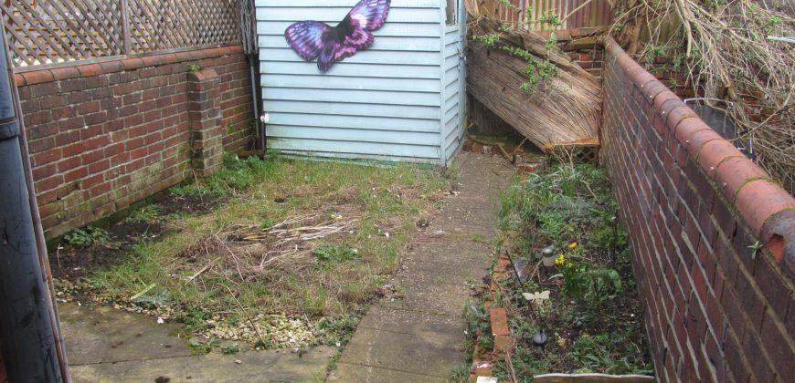 Refurbished 3 Double Bedroom 2 Bath House, Garden