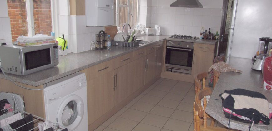 Spacious Upmarket Superior 4 Double Bedroom Semi, Large Kitchen, Large Lounge