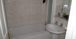 Recently Refurbished Spacious 1 Double Bedroom Flat, Walking Distance to Town Centre, Ample Off Road Parking