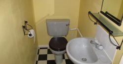 Spacious Modern 1 Double Bedroom En Suite Flat, Separate WC, Off Road Parking