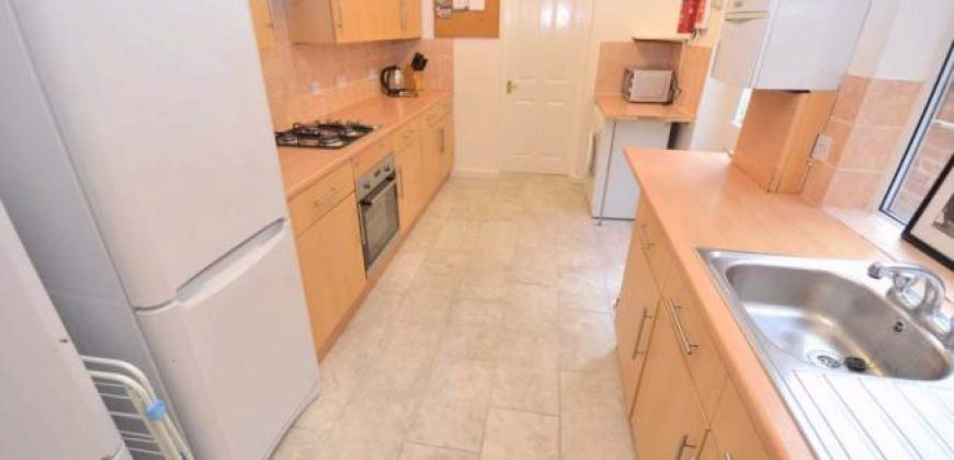 Great Value, Spacious, Superior 6 Double Bed 2 Bath House, Wash Basins in Every Bedroom