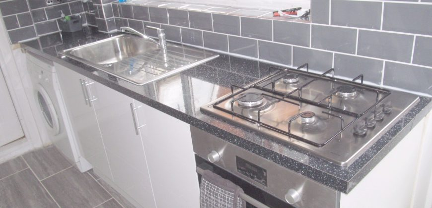 Upmarket Spacious 6 Double Bed 3 Bath House, Brand New Kitchen Just Installed