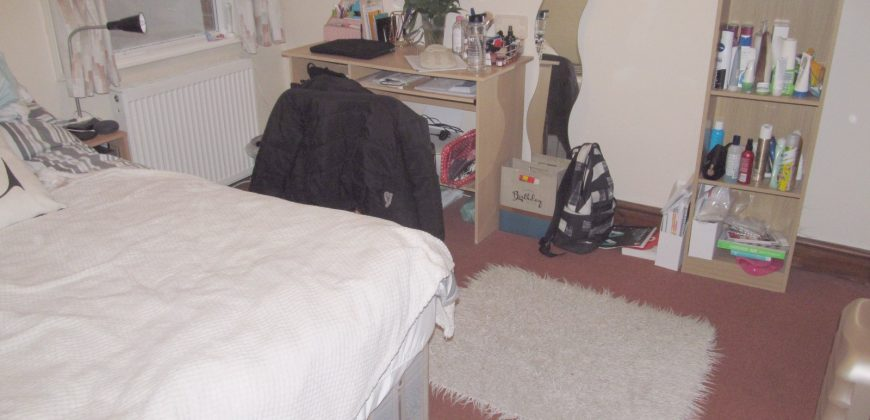 Spacious Superior 7 Bed 2 Bath House, Ideal for Students