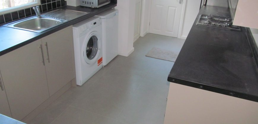 NEW RENOVATION, Spacious 6 Double Bed 3 Bath House, Ideal for London Road Campus, Hospital