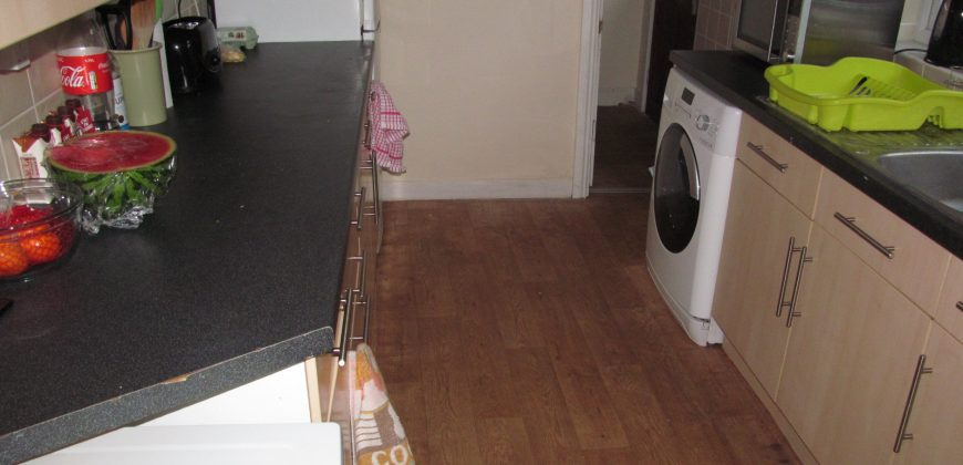 Upmarket Spacious 6 Double Bed 2 Bath House, Furnished to a High Standard